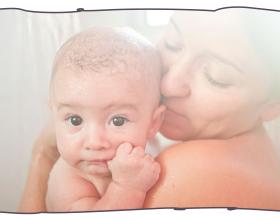 O bebê pode tomar banho de chuveiro com os pais?